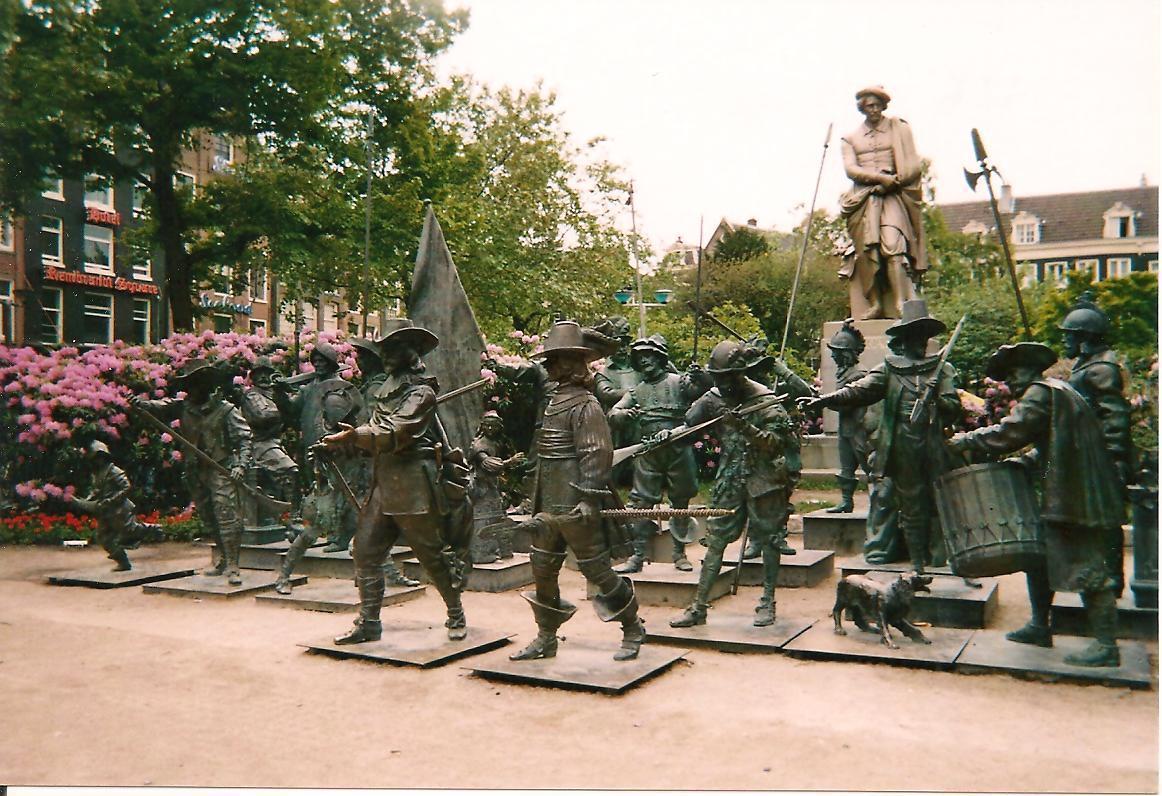 Photos de Hollande et d'ailleurs 197_1260576414_copie_de_statue_047